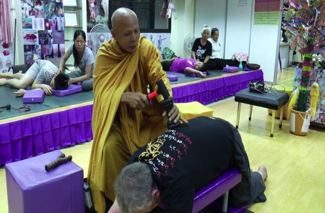 Foreigners queuing up to be hit in the back by monk with a hammer! | Samui Times