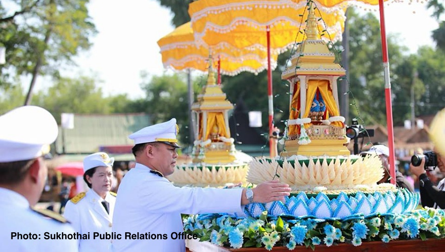 King sends royal krathong to float at Sukhothai Historical Park | Samui Times