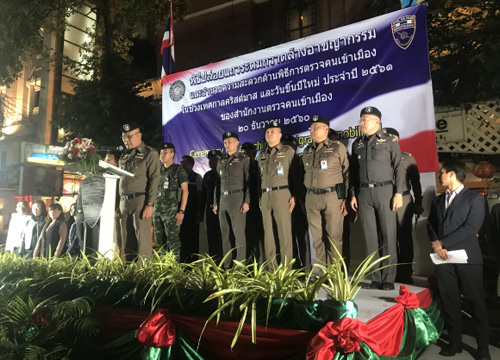 """Immigration loves you as Bangkok's finest get all """"lovey-dovey"""" at Khao San road   Samui Times"""