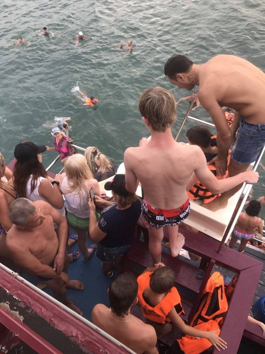 Russian tourists rescued in Pattaya bay as boat develops engine trouble | Samui Times