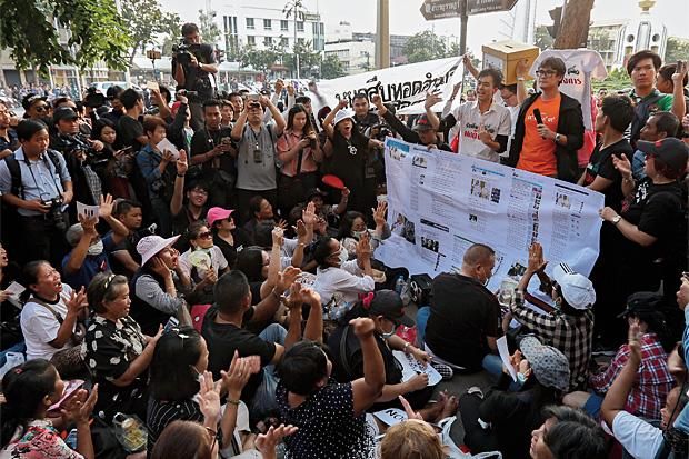 Crowds gather at Bangkok's Democracy Monument to demand election | Samui Times