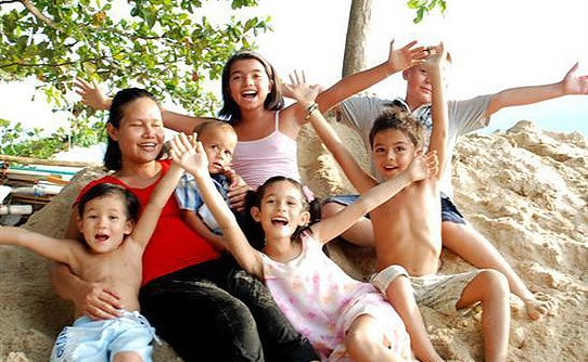 Supporting the local community.- 20% off Nanny Services for locals on the island | Samui Times