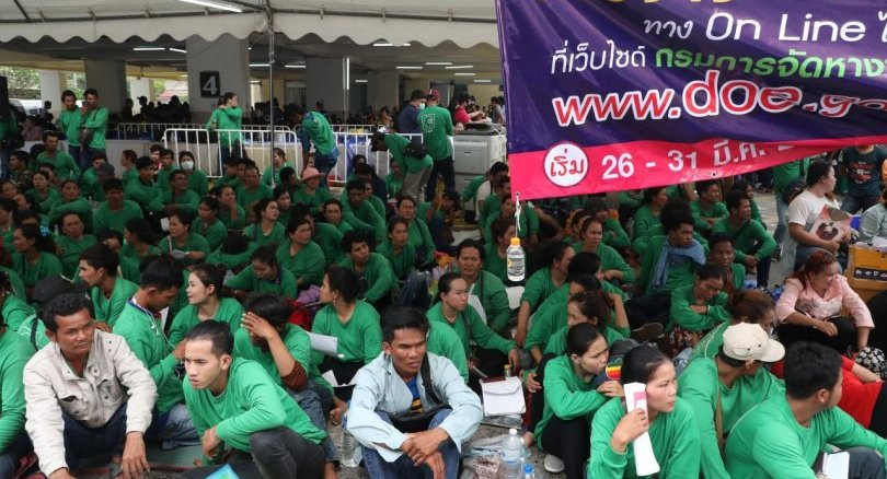 Migrant workers rush to complete registration | Samui Times