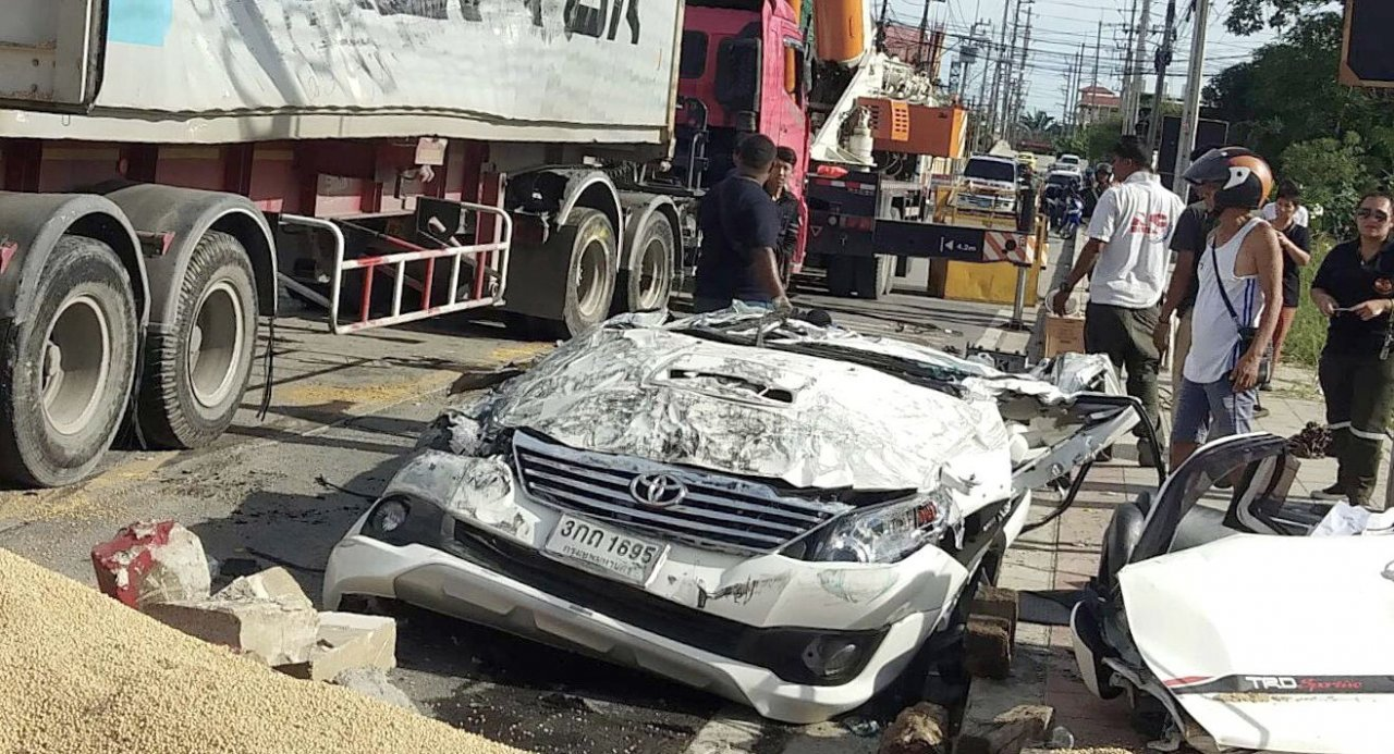 Driver cut free after truck carrying soybeans tips over on to his car | Samui Times