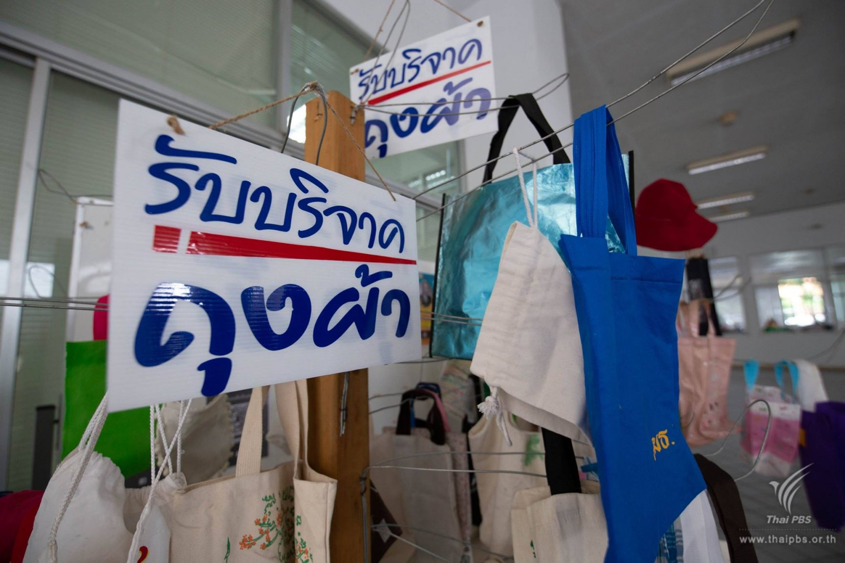 Thais start waking up on reducing plastic bags | Samui Times