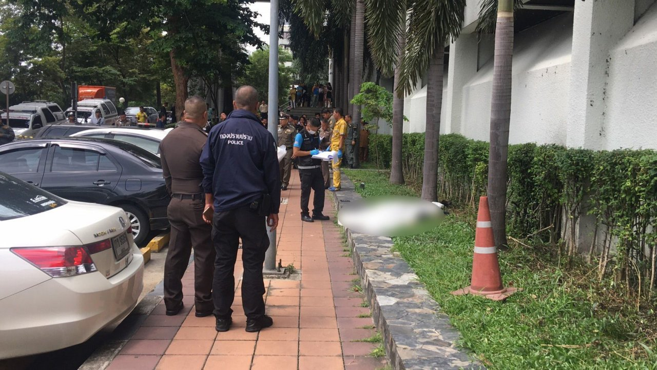Suicide at Criminal Court identified as father of murder victim   Samui Times