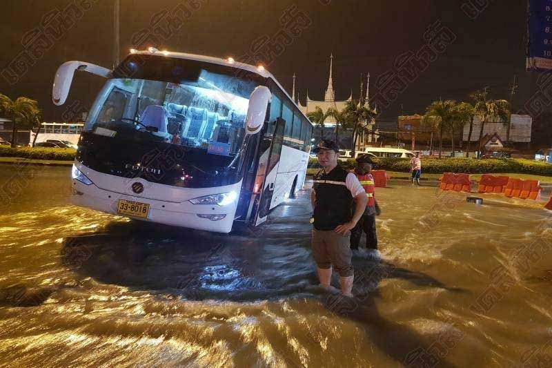 Rain chaos in Pattaya as district chief on scene of tour bus that fell down a hole | Samui Times