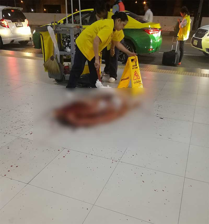 Man vomiting blood at Don Mueang airport – but staff are indifferent to his plight | Samui Times