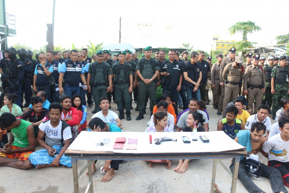 1,000 illegals nabbed in Pathum Thani   Samui Times
