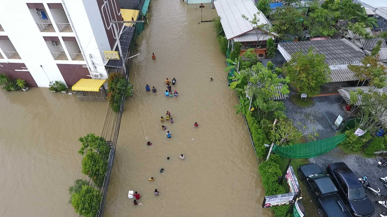 Floods wreak havoc in South, more rain to come | Samui Times