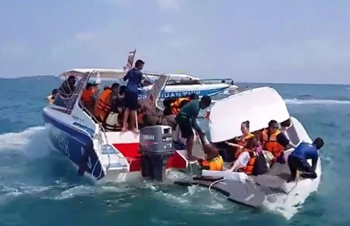 23 Chinese rescued from capsized speedboat off Samet | Samui Times