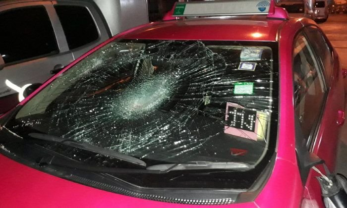 Hot headed Thai woman takes revenge on a taxi with a baseball bat | Samui Times
