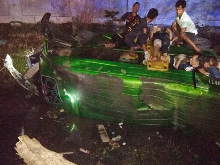 Driver and 14 passengers injured in Chachoengsao van accident | Samui Times