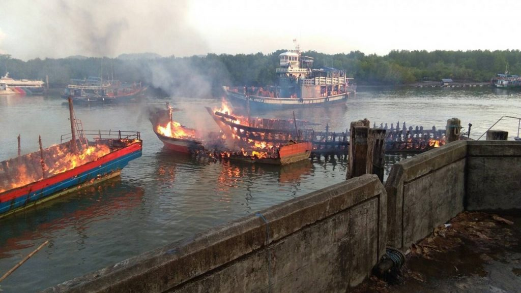 Fishing trip boats destroyed by fire | News by Samui Times