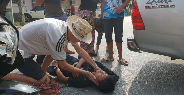 Praise for Aussie doctor helping out at accident in Tak | Samui Times