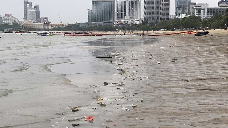 Filthy dirty Pattaya beach – tourists blamed for the mess | Samui Times