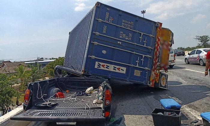 "Thai roads: Pick-up driver in ""miracle"" escape as container truck falls on him 