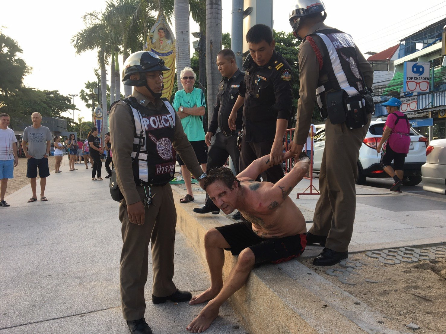 Another quality tourist: Crazed foreigner arrested after Jomtien beach rampage | Samui Times