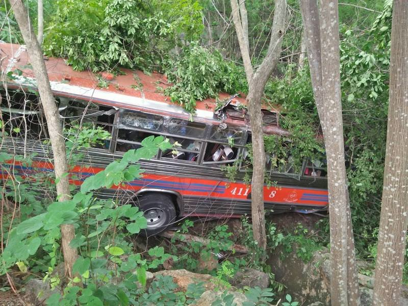 Brake Failure on a field trip: Dozens of young students end up in ravine in Kanchanaburi   Samui Times