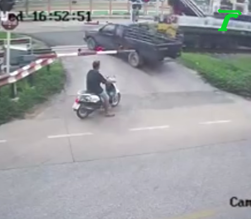 Bike stops but pick-up is not so smart at railway crossing in Thailand | Samui Times