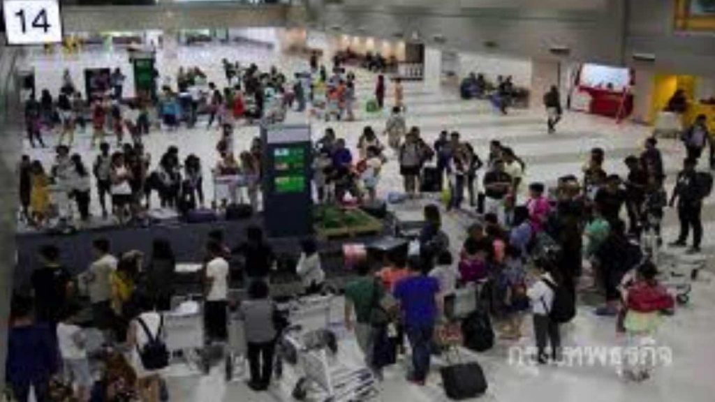 Number of passengers, flights at airports in provinces drop | News by Samui Times