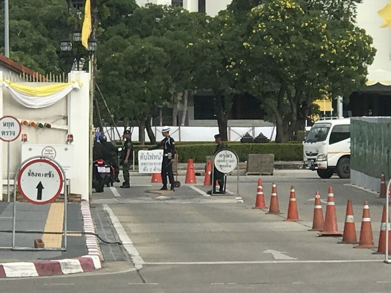 Security beef-up at crowded places as hunt for bomb suspects continues | Samui Times