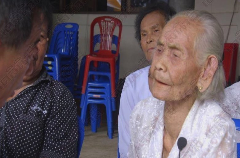 Centenarian believes in slathering herself in turmeric after showering | Samui Times