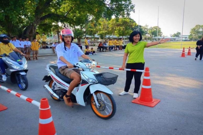 DLT teaching students how to ride motorcycles as number without licences revealed | Samui Times