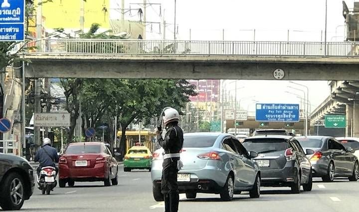 Traffic police cannot confiscate driver's license under a new traffic law in effect from Aug 20th | Samui Times