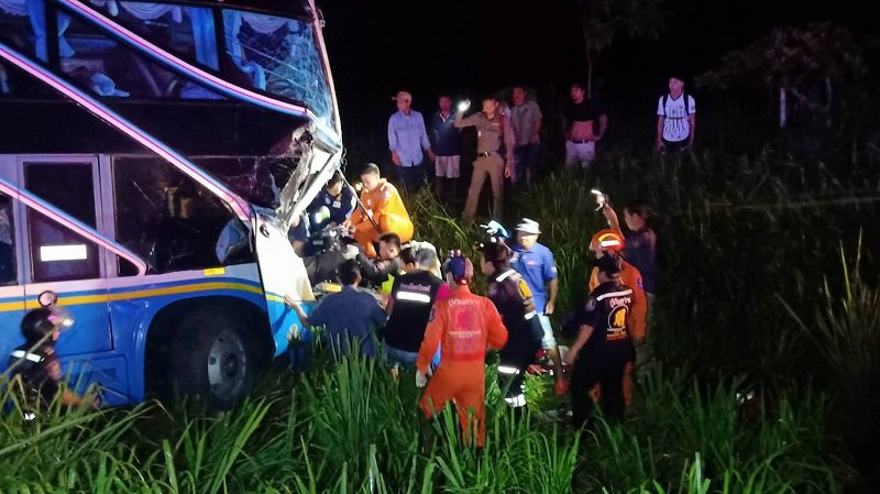 Bus driver killed, 33 injured in collision with truck | Samui Times