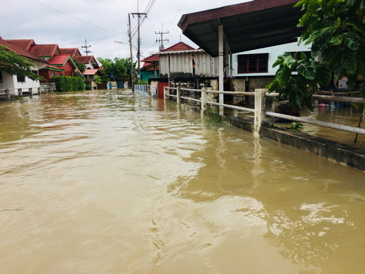 Maha Sarakham flood forces evacuation of 100 homes | Samui Times