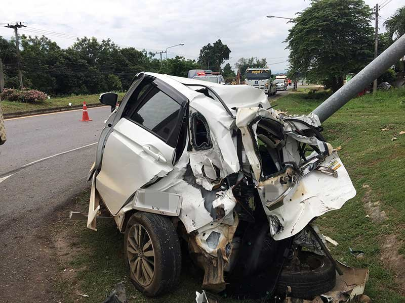 Woman driver survives after being hit by a ten wheel truck | Samui Times