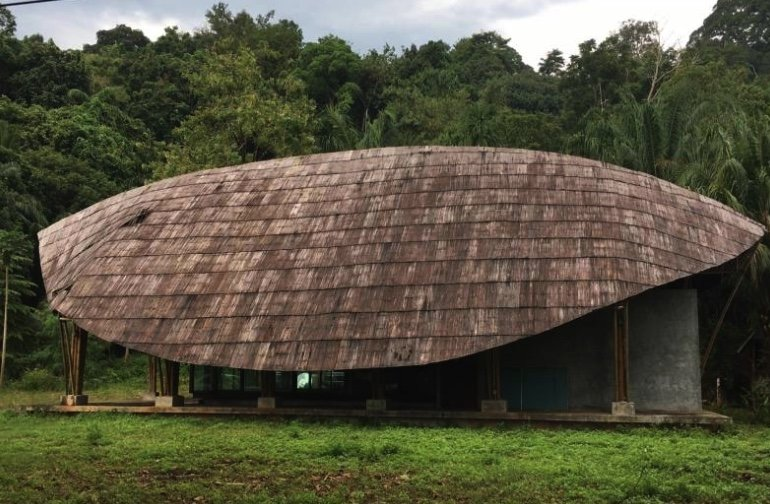 """Mystery of abandoned """"tourist center"""" in south Thailand 