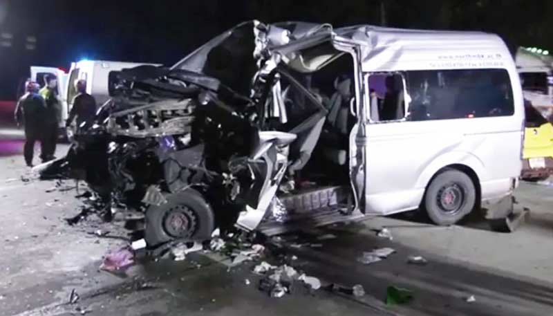 Three students dead, 19 injured in nighttime smash on Lampang hill | Samui Times