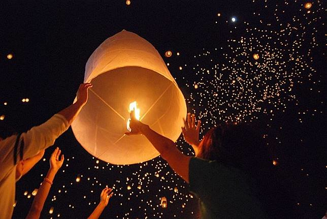 Revelers asked not to release sky lanterns during Loy Krathong | Samui Times