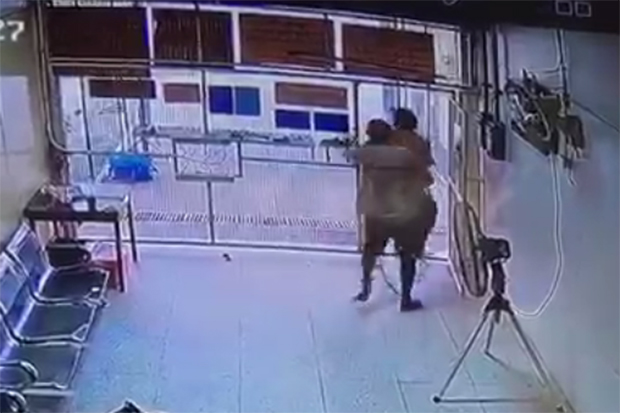 3 inmates, one of them American, shoot policeman and flee | Samui Times