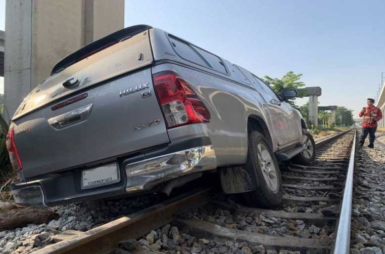 Drunk driver blames his GPS after he gets stuck on the railway line | Samui Times