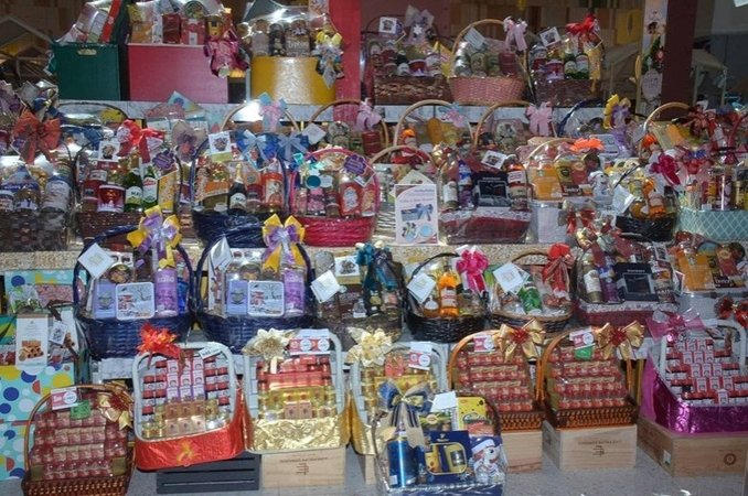 Authorities ensure compliance of New Year gift baskets with laws | Samui Times