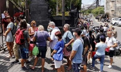 Overcrowded immigration officers push foreigners online | Samui Times