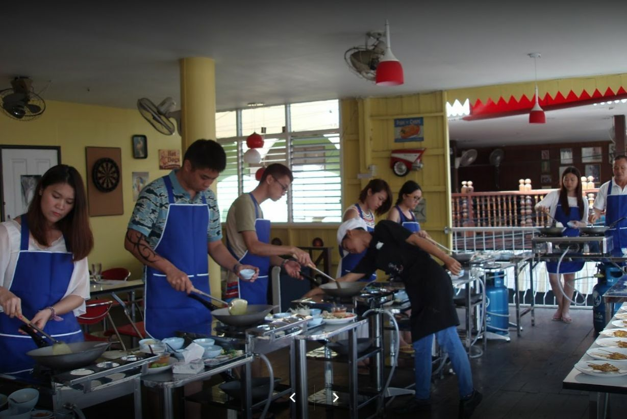 Cooking class in Hua Hin Thai Cooking Academy. The best cooking class in Thailand.