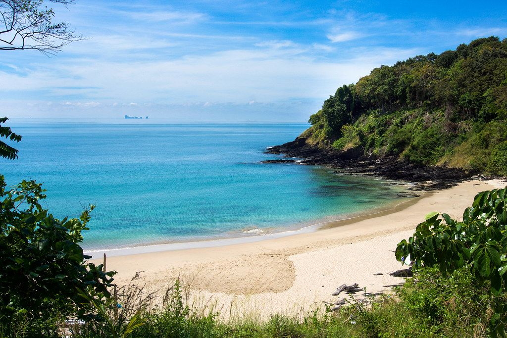 Nui Beach, Koh Lanta | And Phi Phi island way off in the dis… | kzoop | Flickr