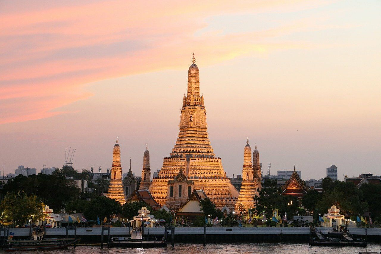 Wat Arun. Image by Carina Hofmeister from Pixabay. Things to do correctly in Thailand